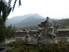 Norte de Beijing, China. Jardin y escultura en un viaje a la muralla china