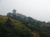 Qingdao, Shandong, China. Vista de una pagoda desde un parque en Qingdao.