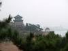 Qingdao, Shandong, China. Restaurante al fondo a la izquierda y otra pequena pagoda o quiosco con vista al mar en Qingdao.