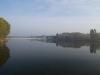 Changle, Shandong, China. Vista matutina en un lago adyacente a una avenida de Changle.
