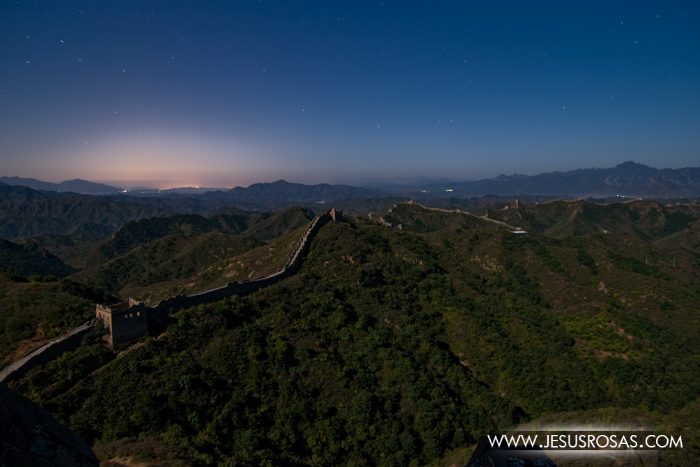 I was grateful that the sky was clear. In this picture you can follow the Great Wall far away.