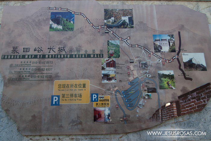 The Mutianyu section is also a great place to go. And for those who can't walk much, this place has a cable car and even a toboggan to slide down. This is the map.