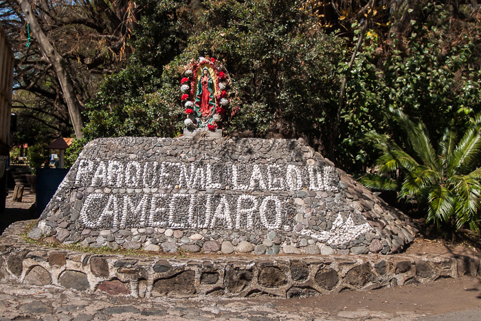 La entrada de bienvenida al parque. | Here is the welcoming sign to the park.