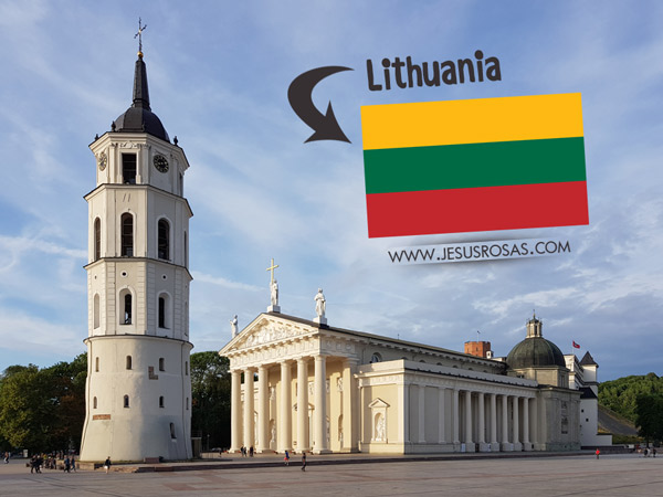 Vilnius, Lithuania was one of my first stops during my summer vacations. In this picture you can see the restored Vilnius Cathedral. A Catholic building of neoclassical architecture.