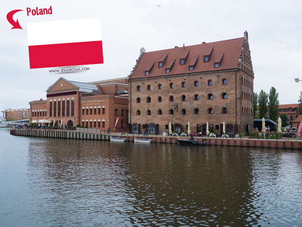 I went to Gdansk, Poland. It surpassed my expectations. I found a pictureque city and I need to write a post about it.