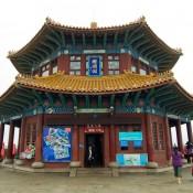 El quiosco Huilange y el puente Zhan. Qingdao, China.