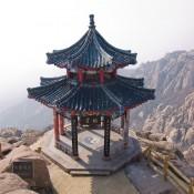 Pagoda en la cima de la Montaña Laoshan.