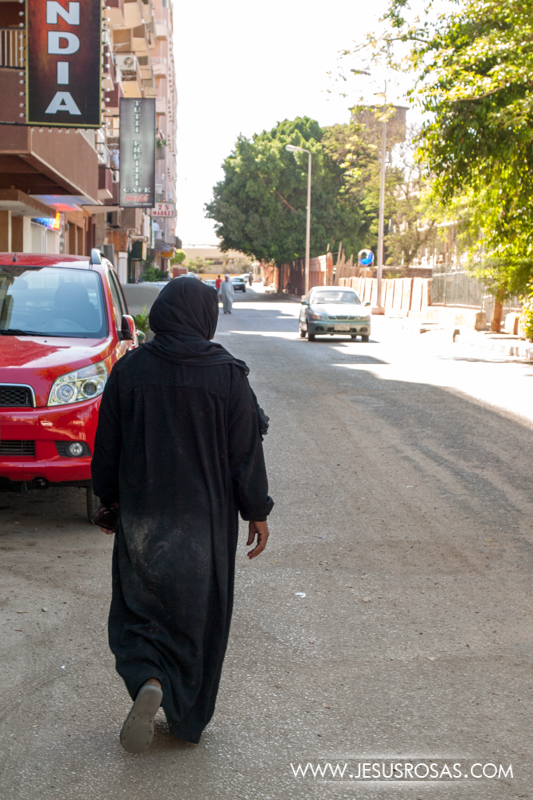 A woman wearing an abaya, which is a type of loose cloak that covers all body. Luxor, Egypt. 2009.