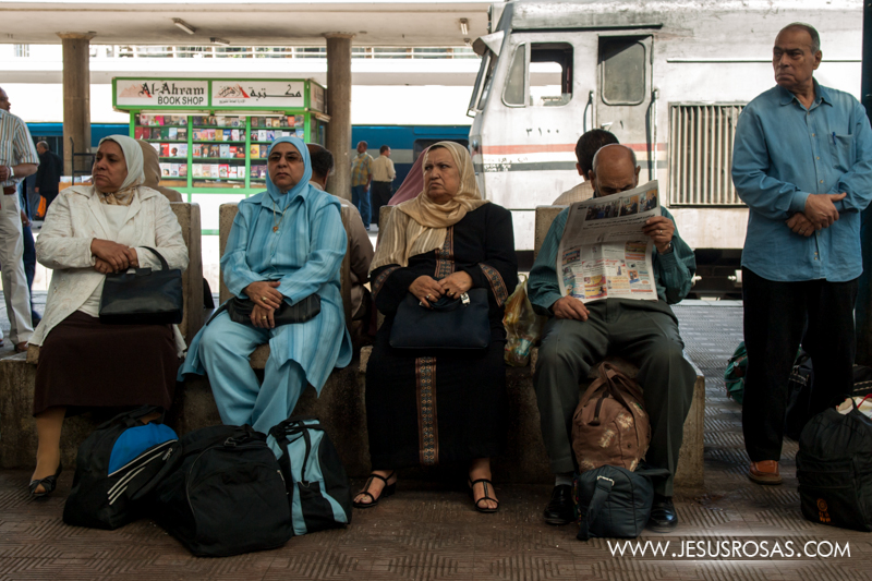 Passengers waiting the train. Cairo, Egypt. 2009.