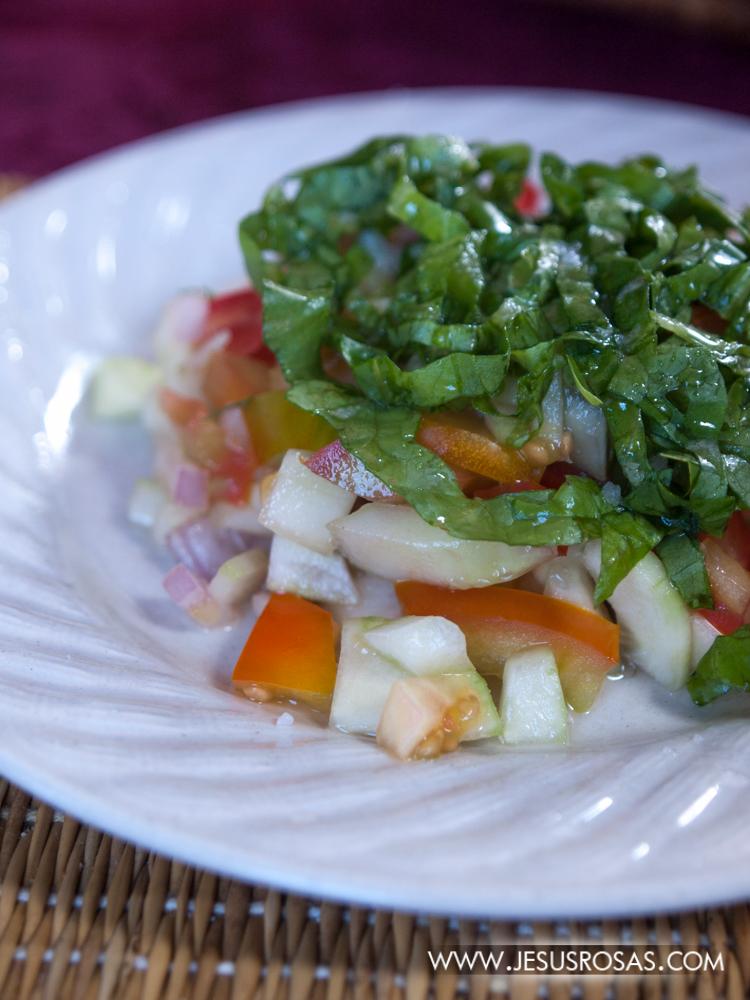 Una ensalada marroquí. ¿Pueden ver los ingredientes? además de lo que ven estaba acompañada con un toque de limón amarillo.
