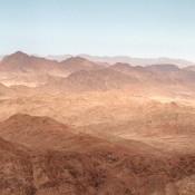 Foto de montañas desérticas