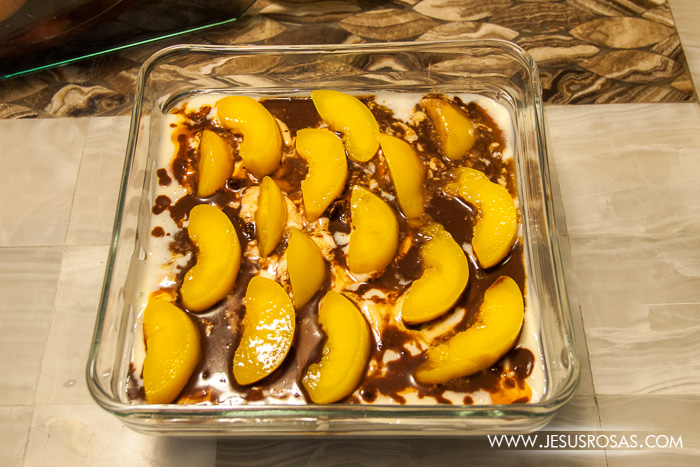 Pastel helado with peaches and black cherries Jesús Rosas' style