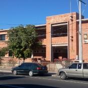 Imagen de una antigua escuela que hoy es un vivero.