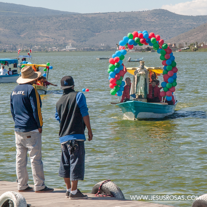 The figure of Melchior arriving by boat in Cajititlan, Tlajomulco, Jalisco, Mexico.