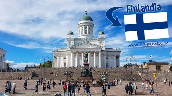 Recuerdo haber escuchado de Finlandia, Suecia y Noruega cuando estaba en quinto grado. Tenía que aprenderme las capitales. Nunca se me había ocurrido que visitaría esos lugares algún día. Aquí está la catedral de Helsinki, uno de los lugares más emblemáticos de la ciudad. El edificio es una catedral luterana evangélica.