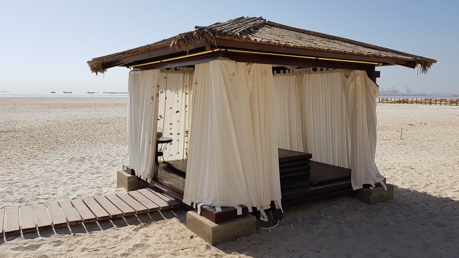 My hotel in Salalah had outdoor canopy beds and unfortunately I found out that too late. So I missed it this time.