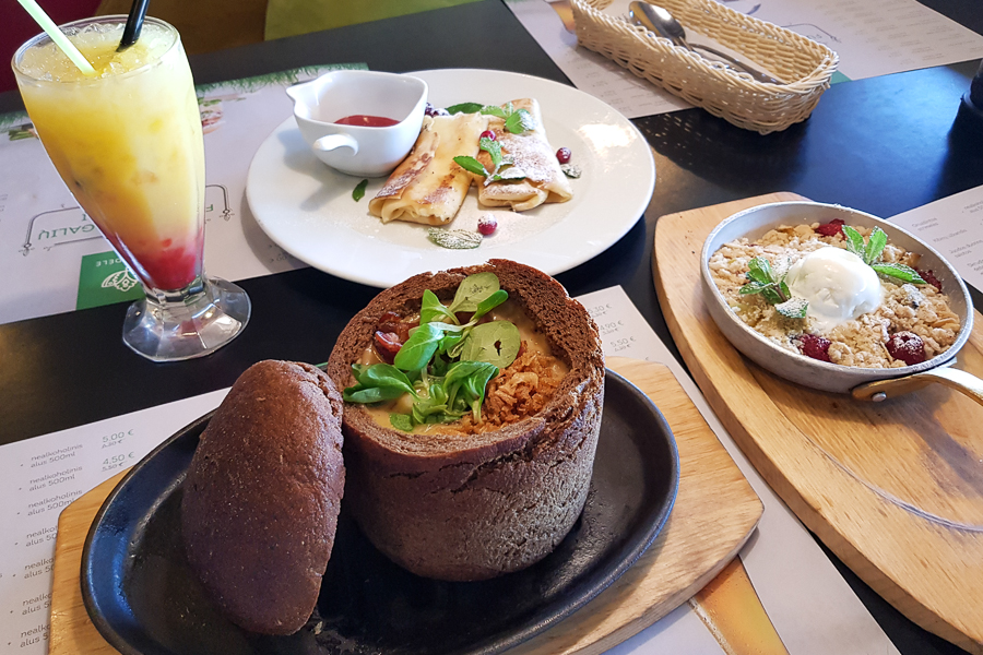 And here is the samogitian creamy mushroom soup in a bread bowl (Boletus mushrooms, onions, garlic, smoked bacon, potatoes, carrots, celery and cream). And I also got the raspberry and apple crumble pie (Caramelized apples, raspberries, cinnamon, almond biscuit crumbs. Served with ice-cream). I also got curd crepes. All of this at Katpedele restaurant in Vilnius, Lithuania. So good!