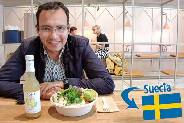 Here in Stockholm, Sweden enjoying of a delicious salad and an apple lime drink (in theory 60% fruit juice and 40% spring water).