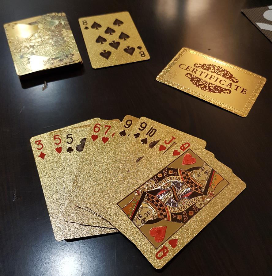 No soy un gran aficionado de la baraja pero después de una buena comida con dos amigas jugamos un par de juegos con algo de curiosidad porque usamos una baraja laminada en oro. Catar es sin duda un lugar de lujos.