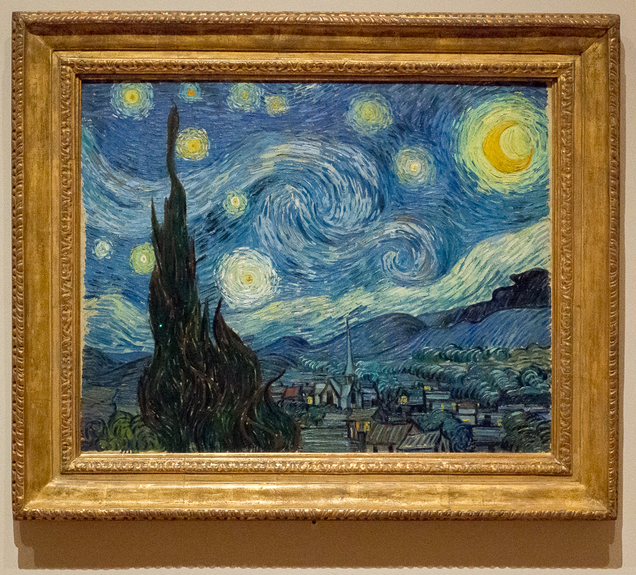 This is one of my favorite paintings: The Starry Night by Vincent van Gogh. It is in the Museum of Modern Art in New York. I wished I could look at if calmly for some time, but I wasn't alone, I was surrounded people taking selfies, tour guides and other dozen visitors. I know we can see reproductions of this painting in many places, but you know it is not the same. At least, I was able to see it in person. I should probably write a post about some of my favorite paintings.